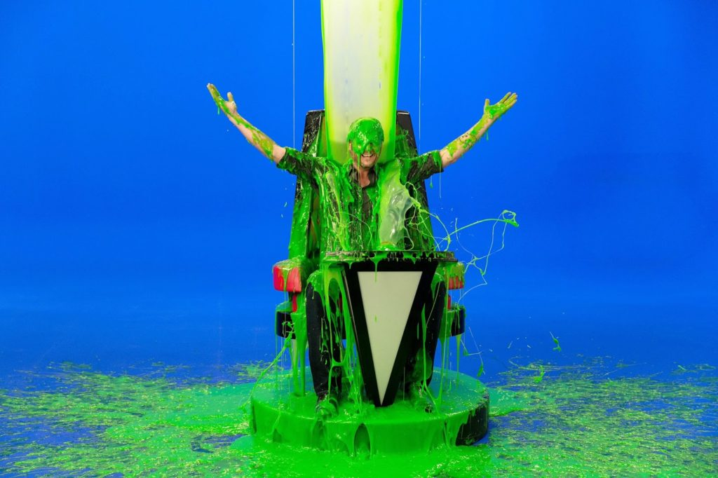 blake-shelton-slimed-host-presenter-nickelodeon-29th-annual-kids-choice-awards-2016-nick-press-blue-screen_4